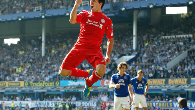 Luis Suarez (merah)