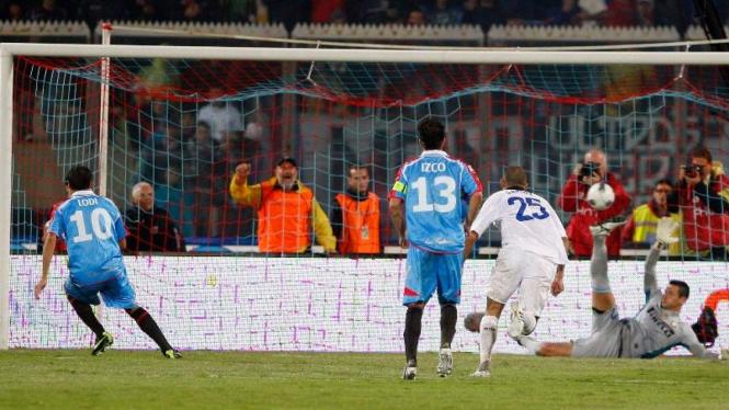 Gol Penalti Catania ke gawang Inter Milan