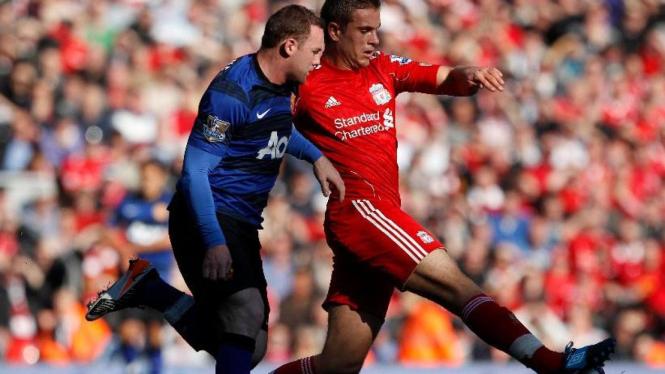 Wayne Rooney (kiri) dan Jordan Henderson