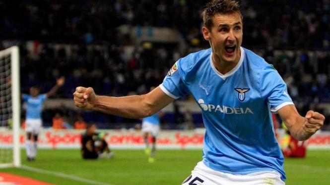 Miroslav Klose mencetak gol kemenangan Lazio atas Roma