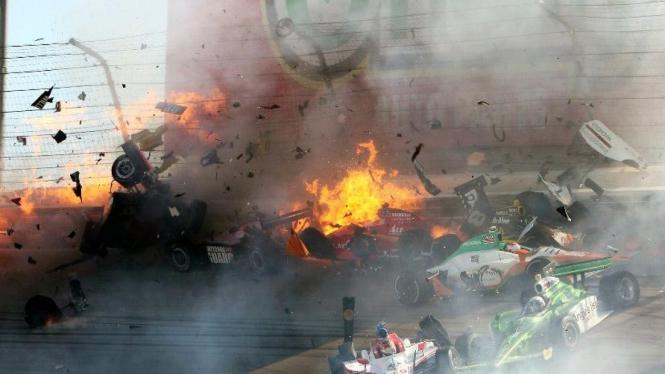 Kecelakaan IndyCar yang mengakibatkan Dan Wheldon tewas