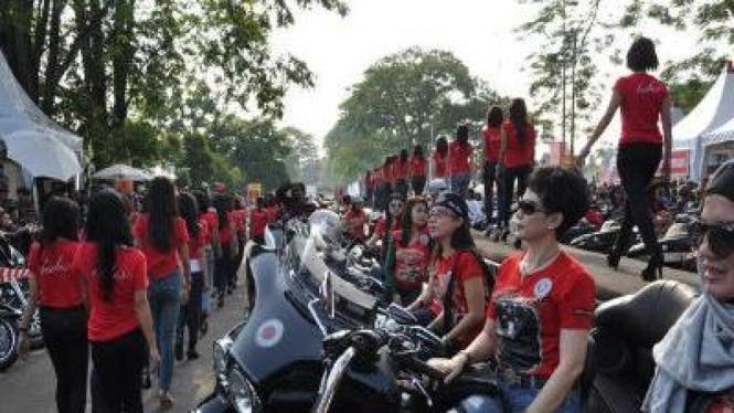 Rekor Muri Harley Davidson Indonesia bersama 1000 wanita cantik