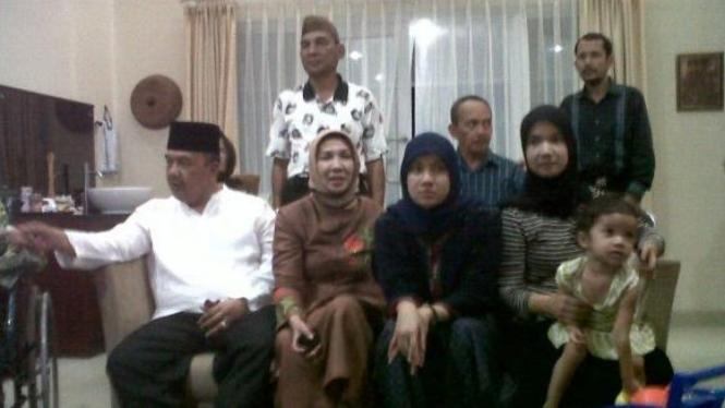 Azwar Abubakar menunggu pengumuman reshuffle bersama keluarga