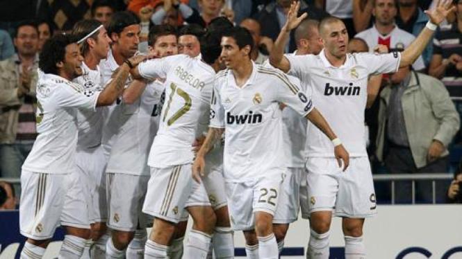 Real Madrid merayakan kemenangan atas Olympique Lyon