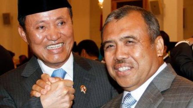 Amir Syamsuddin dan Patrialis Akbar saat serah terima jabatan Menteri Hukum