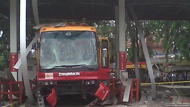 Bus Transjakarta meledak