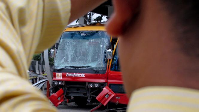 Busway Transjakarta Terbakar