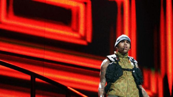 Chris Brown tampil dalam konser F.A.M.E