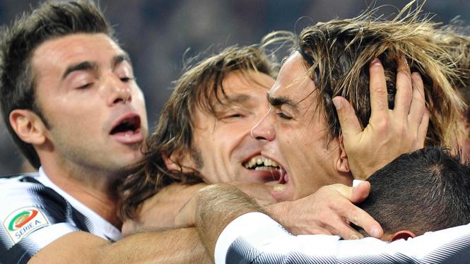 Pemain Juventus merayakan gol Alessandro Matri
