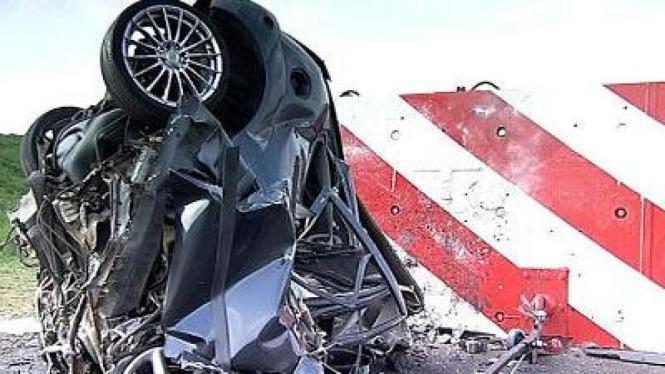 Ford Focus melakukan crash test