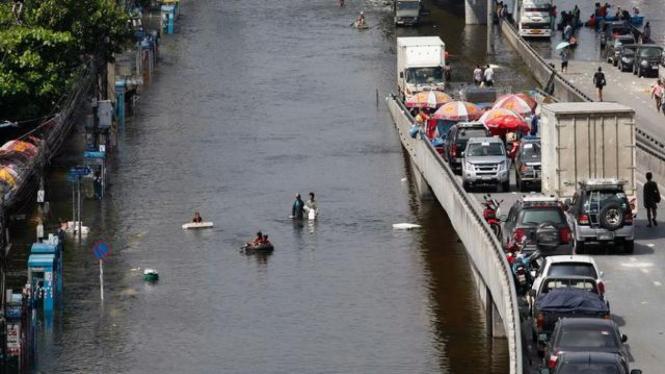 Banjir melanda ibukota Thailand, Bangkok, 24 Oktober 2011