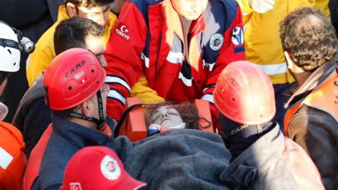 Korban gempa bumi di Kota Van, Turki, 24 Oktober 2011