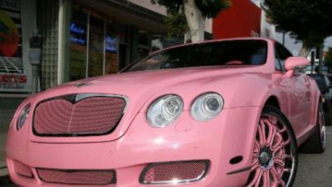 Bentley warna pink milik Paris Hilton