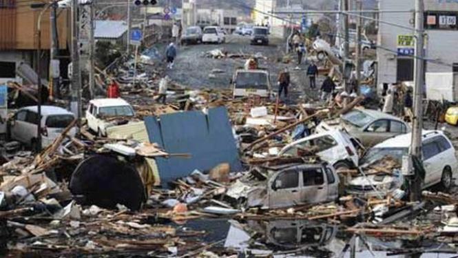 Puing-puing akibat tsunami di Kota Kesennuma, Jepang, Maret 2011