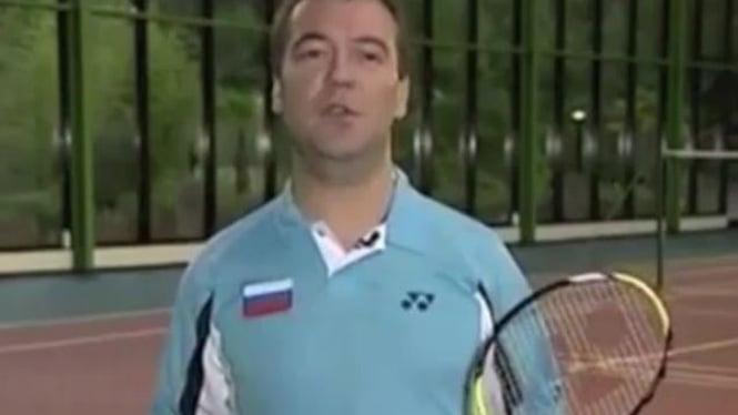 Presiden Rusia, Dmitry Medvedev, mengkampanyekan badminton