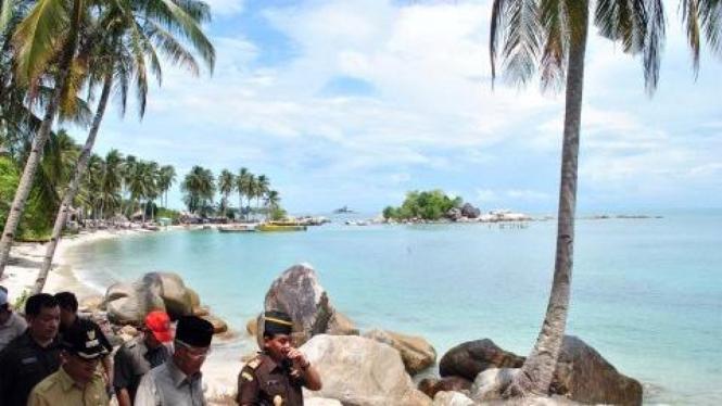 Gubernur Kepulauan Riau Muhammad Sani di Pulau Berhala