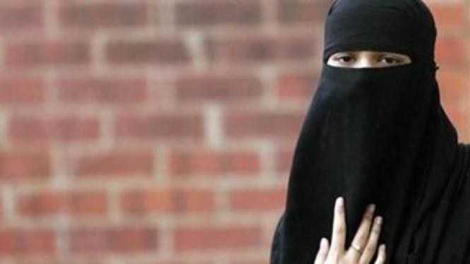 Pemakai burqa.