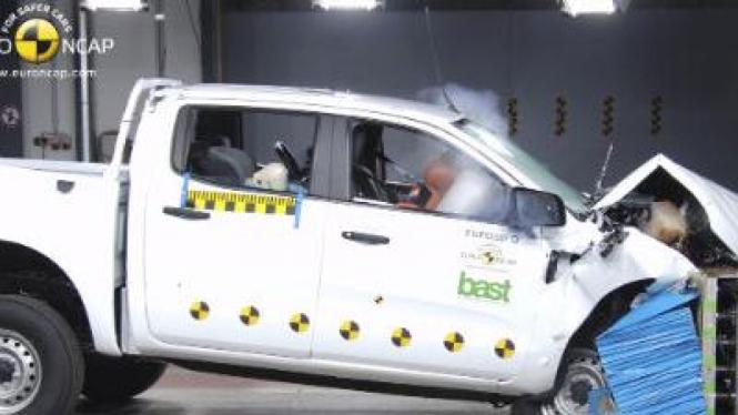New Ford Ranger saat menjalani tes uji tabrak