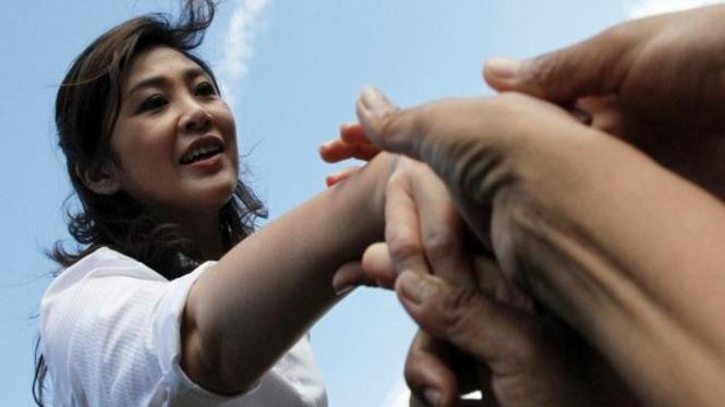 PM Yingluck Shinawatra menemui korban banjir di Ayutthaya