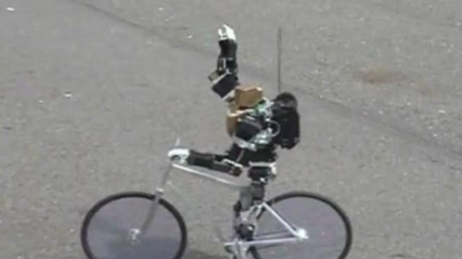 Primer V-2, Robot Bersepeda Fixie