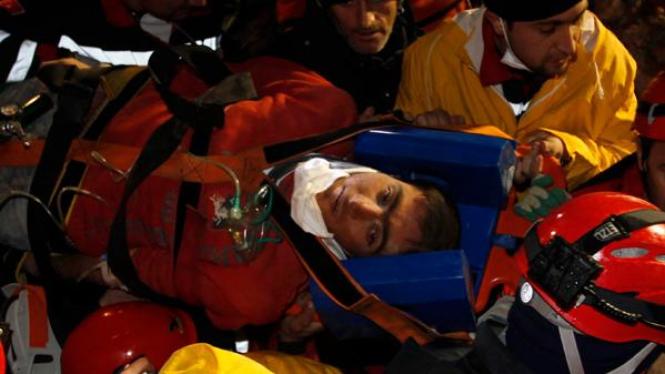 Imdat, pemuda Turki yang selamat setelah empat hari terkubur.