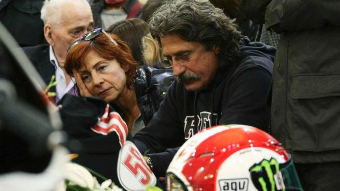 Suasana pemakaman Simoncelli di Italia