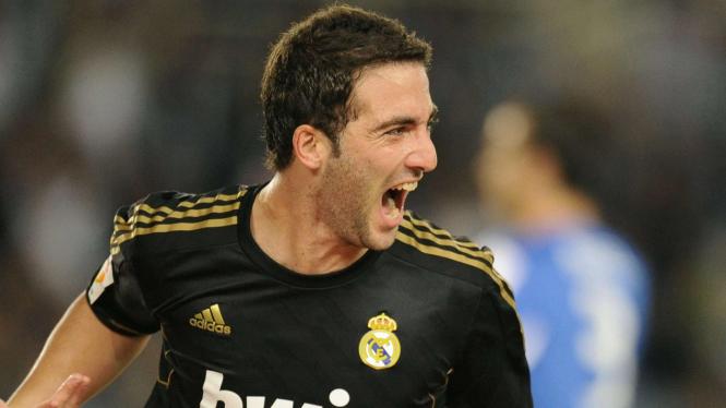 Gonzalo Higuain usai cetak gol ke gawang Sociedad