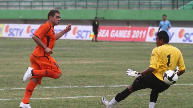 Christian 'El Loco' Gonzales (oranye)