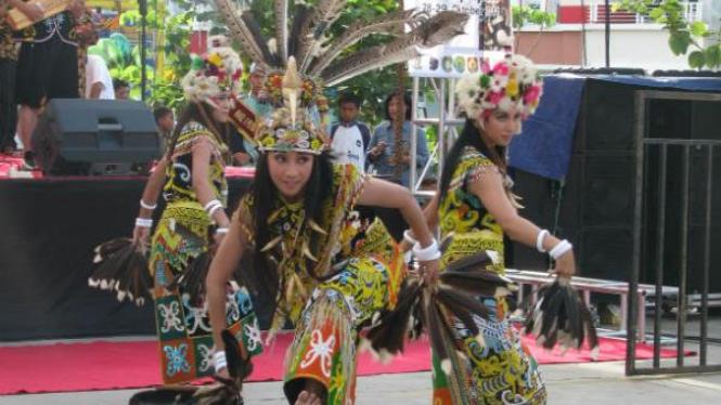 Tari Burung Enggang dalam promosi wisata Pesona Borneo
