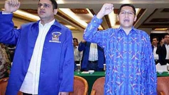 Anas Urbaningrum (kanan) dan Muhammad Nazaruddin