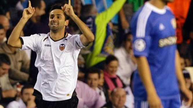 Jonas merayakan gol Valencia