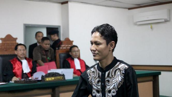 Sidang Perdana Bom Buku, Hendi Suhartono