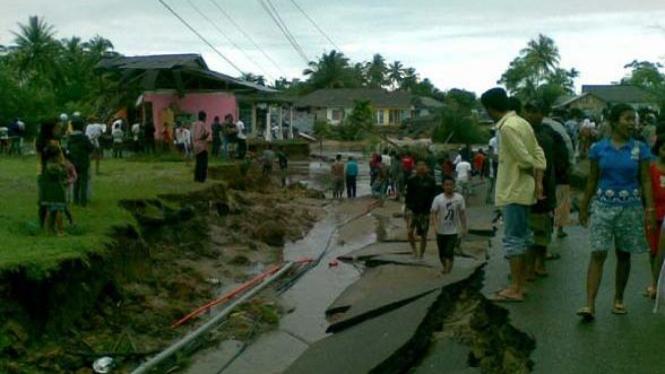 Banjir bandang di pesisir selatan Padang, Sumatera Barat
