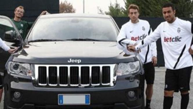 Pemain Juventus dengan Jeep Grand Cherokee