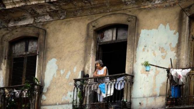 Warga di sebuah apartemen di Havana, Kuba