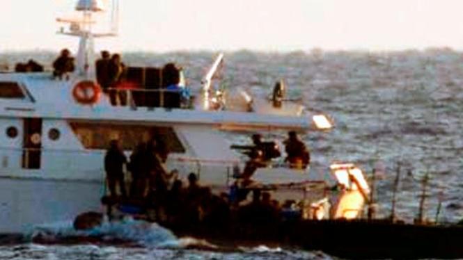 Pasukan Israel memasuki kapal aktivis ke Gaza