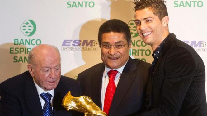 Cristiano Ronaldo meraih trofi Sepatu Emas