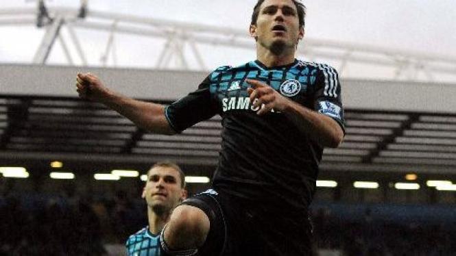 Frank Lampard merayakan gol Chelsea ke gawang Blackburn