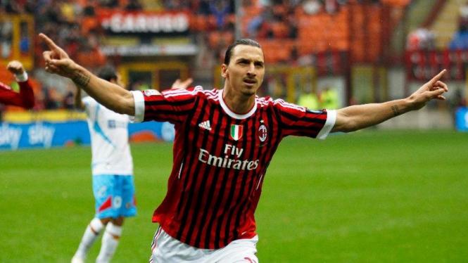 Zlatan Ibrahimovic merayakan gol ke gawang Catania