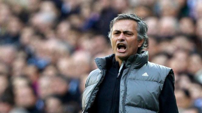 Pelatih Real Madrid, Jose Mourinho saat melawan Osasuna