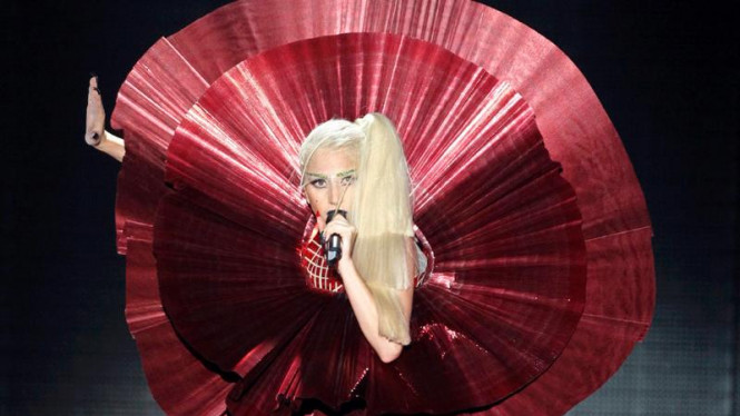 Lady Gaga di acara MTV Europe Music Awards 2011