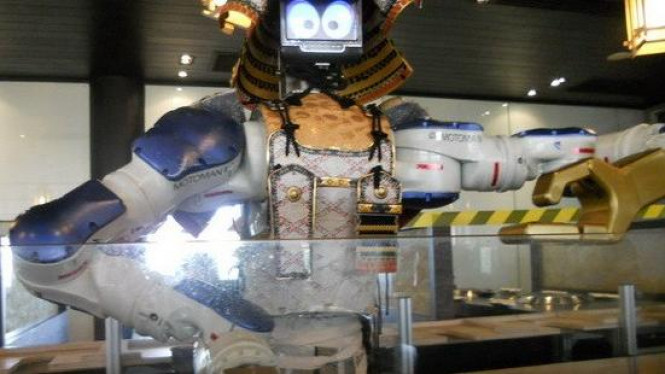Robot Pelayan di Restoran Hajime, Thailand