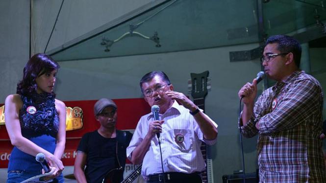 Jusuf Kalla ketika menghadiri konser pilih komodo