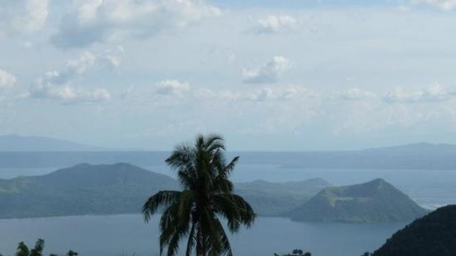 Danau dan Gunung Api Taal, Filipina