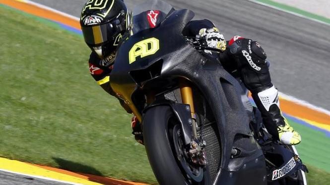 Andrea Dovizioso di atas Yamaha YZR-M1