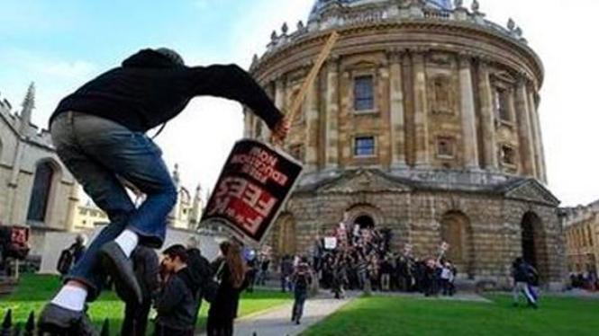 Demonstrasi siswa di Inggris
