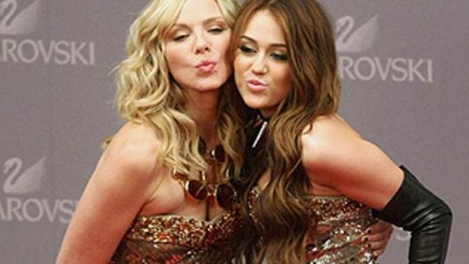 Kim Cattrall dan Miley Cyrus