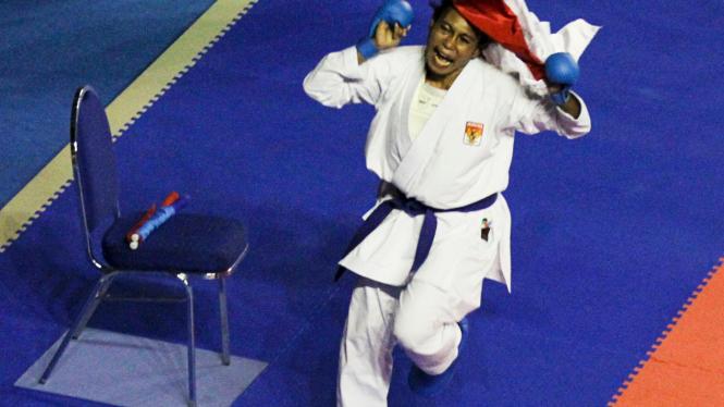 Yolanda Asmuruf Raih Emas Di Nomor Karate