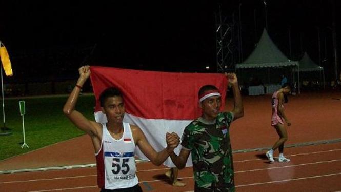 Agus Prayogo (kanan) dan Jauhari Johan