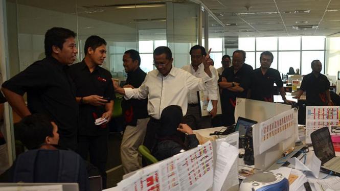 Dahlan Iskan saat berkunjung ke redaksi VIVAnews
